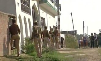 Lucknow siege: 2 suspected militants holed up inside Thakurganj home